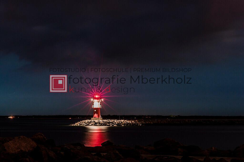 _MBE7881 | Die Bildergalerie Warnemünder Leuchtfeuer des Fotografen Marko Berkholz zeigt die Leuchtfeuer und die Hafeneinfahrt bei Tag, in der Nacht und außergewöhnlichen Langzeitbelichtungen auch unter Einbeziehung des digitalen Fotolabors.