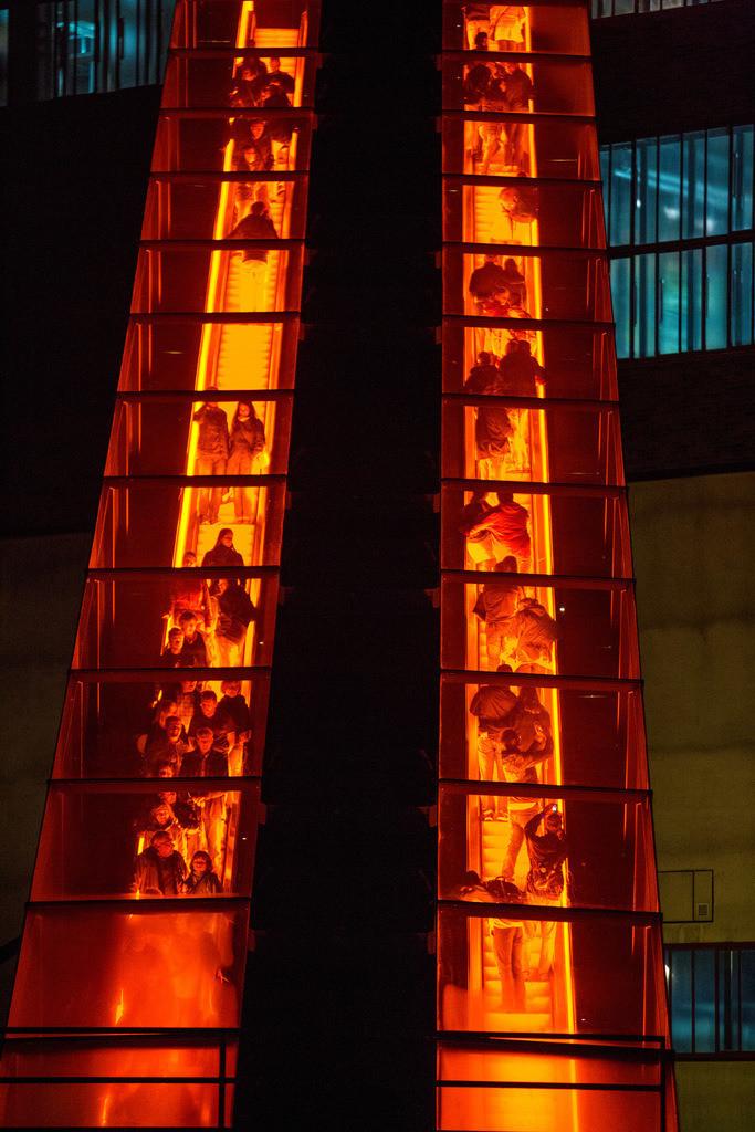 JT-160715-166 | Zeche Zollverein in Essen, UNESCO Welterbe, beleuchtete Rolltreppe zur Kohlenwäsche, Ruhr Museum,