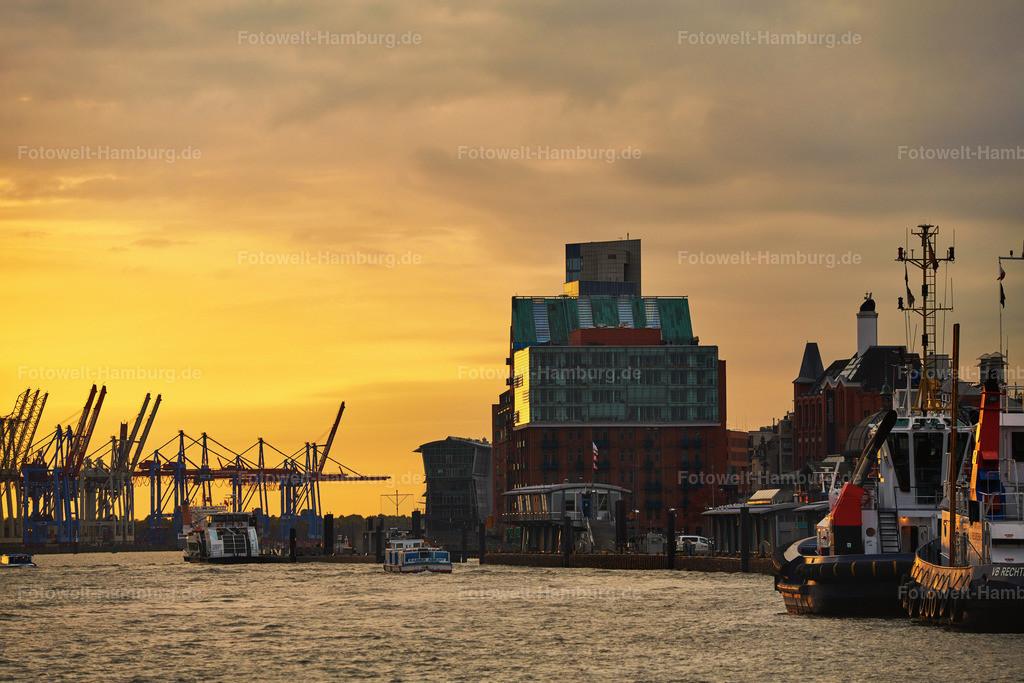 10191105 - Abend an der Elbe | Abendstimmung am Hamburger Hafen in Altona.