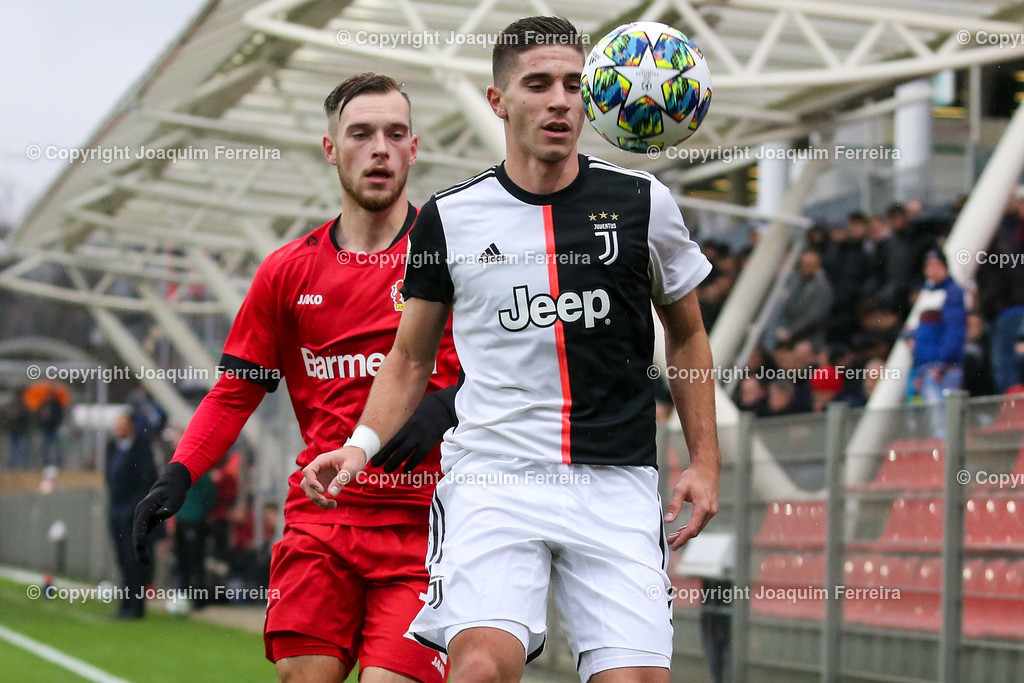191211_levvsjuvu19_0421 | Leverkusen, 11.12.2019 UEFA Youth League Gruppe D Bayer 04 Leverkusen U19 - Juventus Turin emspor, v.l.,  Adrian  Stannilewicz (Bayer 04 Leverkusen U19), Rafael Bandeira (Juventus Turin U19), Zweikampf, Action, Aktion, Battles for the Ball    (DFL/DFB REGULATIONS PROHIBIT ANY USE OF PHOTOGRAPHS as IMAGE SEQUENCES and/or QUASI-VIDEO)