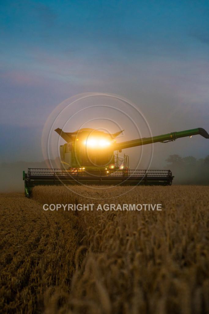20120817-_MG_8772 | Weizenernte in der Dämmerung