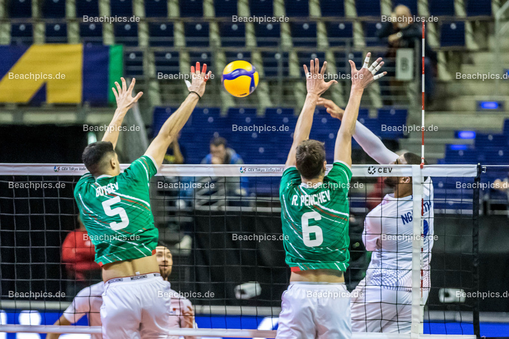2020-00057073-CEV-European-Olympic-Qualification-Tokyo-2020 | Angriff NGAPETH Earvin #9 (Outside spiker - FRA) gegen Block GOTSEV Svetoslav #5 (Middle blocker - BUL), PENCHEV Rozalin #6 (Outside spiker - BUL); 06.01.2020; Berlin, ; Foto: Gerold Rebsch - www.beachpics.de