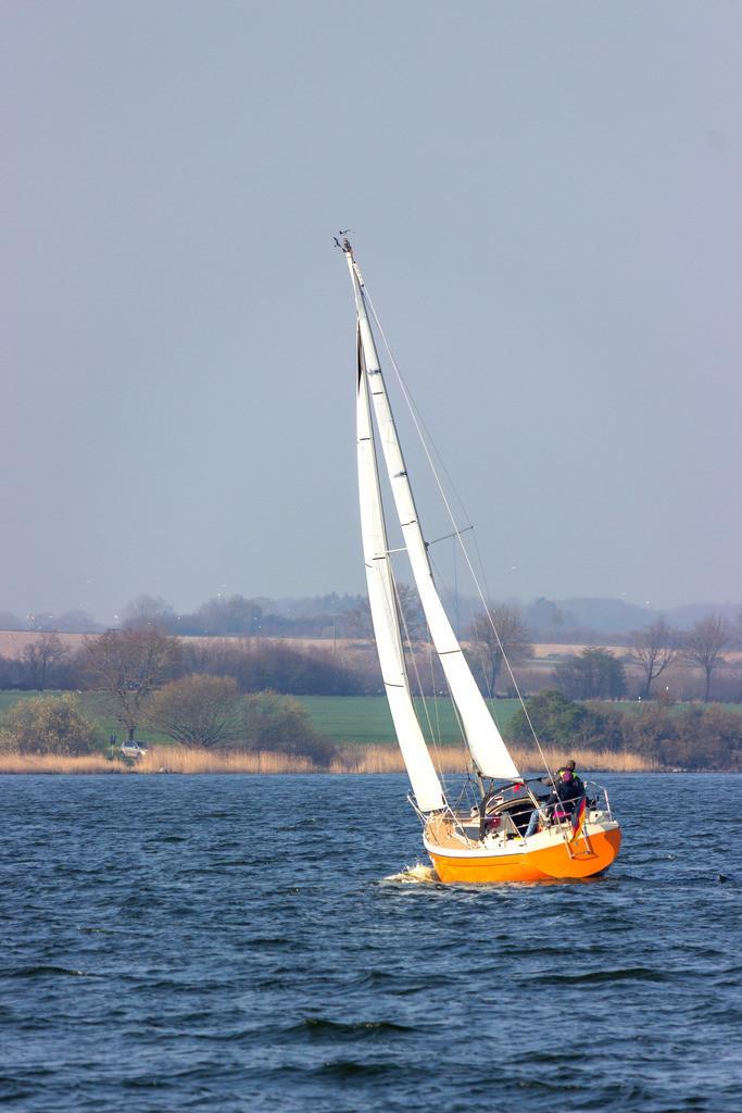 Sieseby an der Schlei   Segelboot auf der Schlei