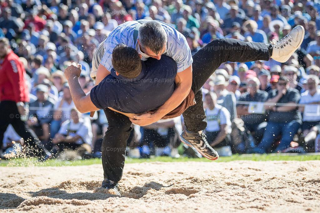 Schwingen -  Schwägalp-Schwinget 2019 | Schwägalp, 11.8.19, Schwingen - Schwägalp-Schwinget. Giger Samuel (O, Ottoberg) gegen Kramer Lario (Galmiz) (Lorenz Reifler)