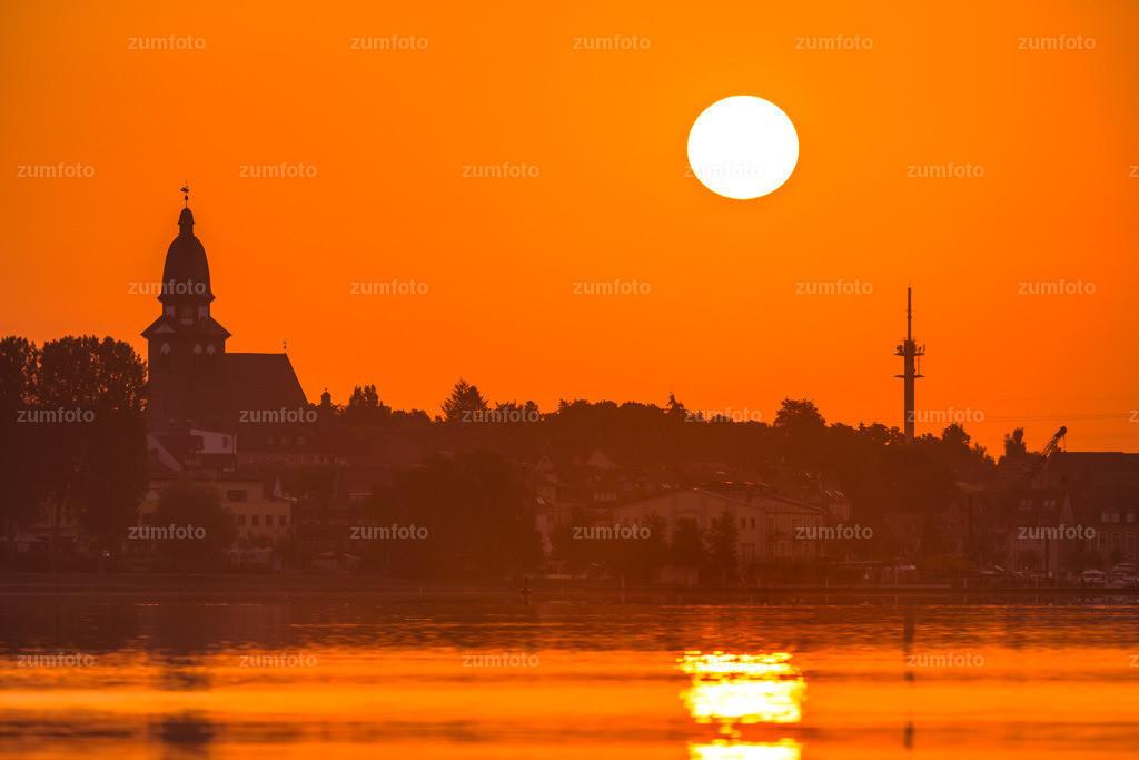 0-150704_0410-2 | Sonnenaufgang über Waren (Müritz) mit der Marienkirche