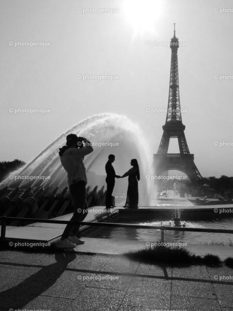 Verlobung in Paris | ein Foto-Shooting einer Verlobung vor dem Eiffelturm in Paris bei Tageslicht