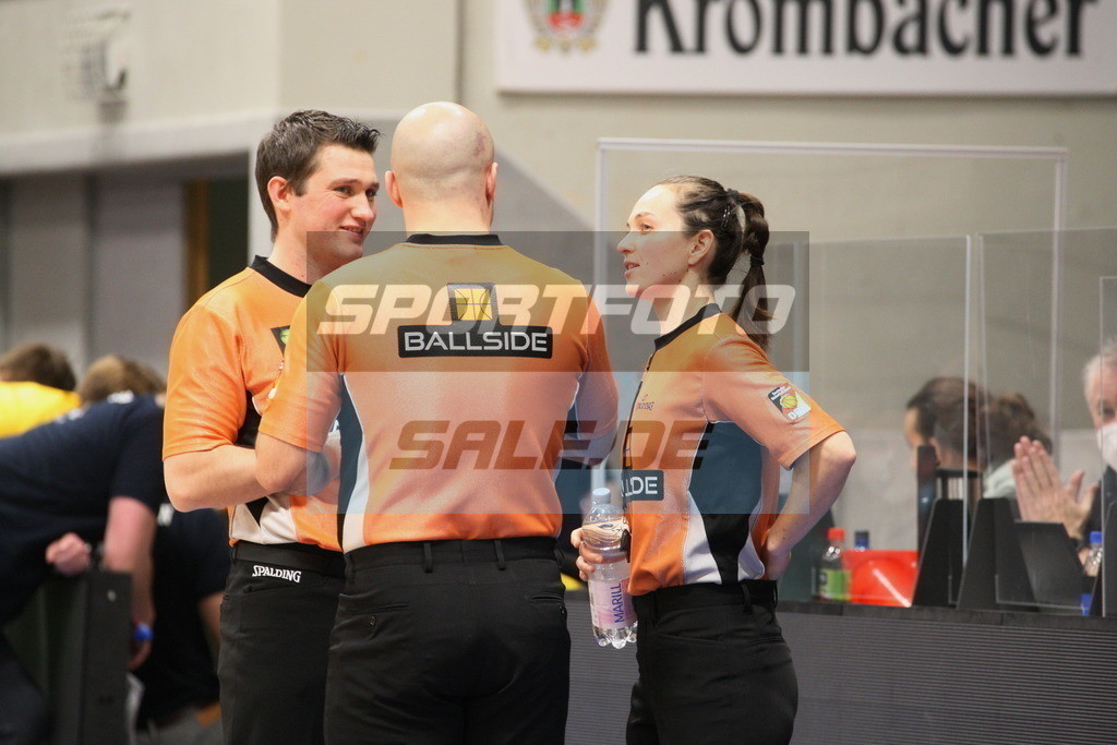 Phoenix Hagen - Orange Academy   Referees - © by Sportfoto-Sale (MK)