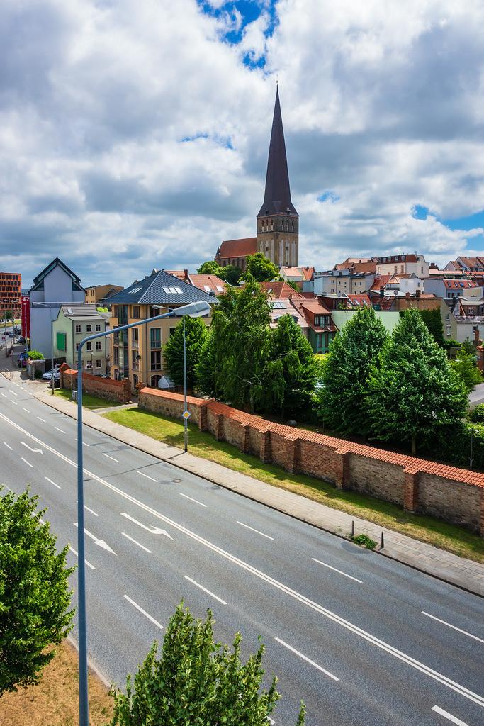 rk_04873 | Blick auf die Hansestadt Rostock.
