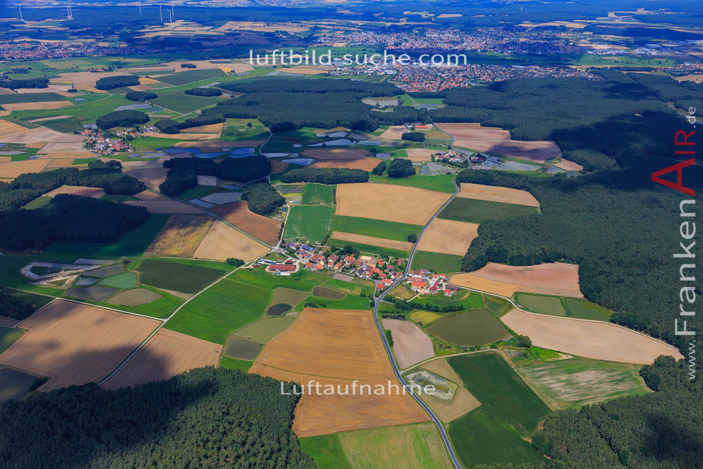grossneuses-hoechstadt-17-4880 | Luftbild von Grossneuses Hoechstadt - Luftaufnahme wurde 2017 von https://frankenair.de mittels Flugzeug (keine Drohne) erstellt - die Geschenkidee