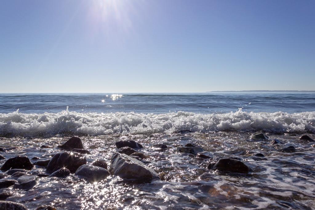 Strand in Kleinwaabs   Wellen und Sonnenschein in Kleinwaabs