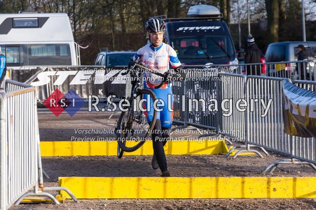 Radsport, Stevens Cyclocross Cup 2019, 10. Lauf (RSG Nordheide), Rennen 9 (Elite Herren + U23, Masters 2 / Elite Ü40 und Junioren U19), Buchholz i.d.N., 19.01.2020   Reyk Herzog (Kieler Radsport Verein, #174, Masters 2)