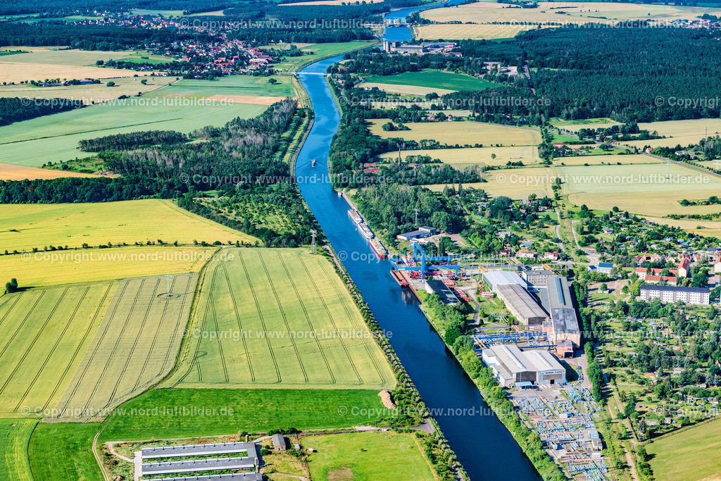 Parey_Elbe_Havel_Kanal_ELS_4664230620 | ELBE-PAREY 23.06.2020 Ortskern am Uferbereich des Elbe-Havel-Kanal - Flußverlaufes in Elbe-Parey im Bundesland Sachsen-Anhalt, Deutschland. // Village on the banks of the area Elbe-Havel-Kanal - river course in Elbe-Parey in the state Saxony-Anhalt, Germany. Foto: Martin Elsen