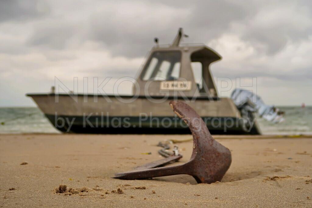 Bootsanker am Strand   Boot mit Anker am Strand von Texel während der Ebbe.