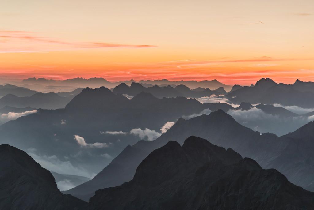 Über den Wolken, Wettersteingebirge | Die Serie 'Deutschlands Landschaften' zeigt die schönsten und wildesten deutschen Landschaften.