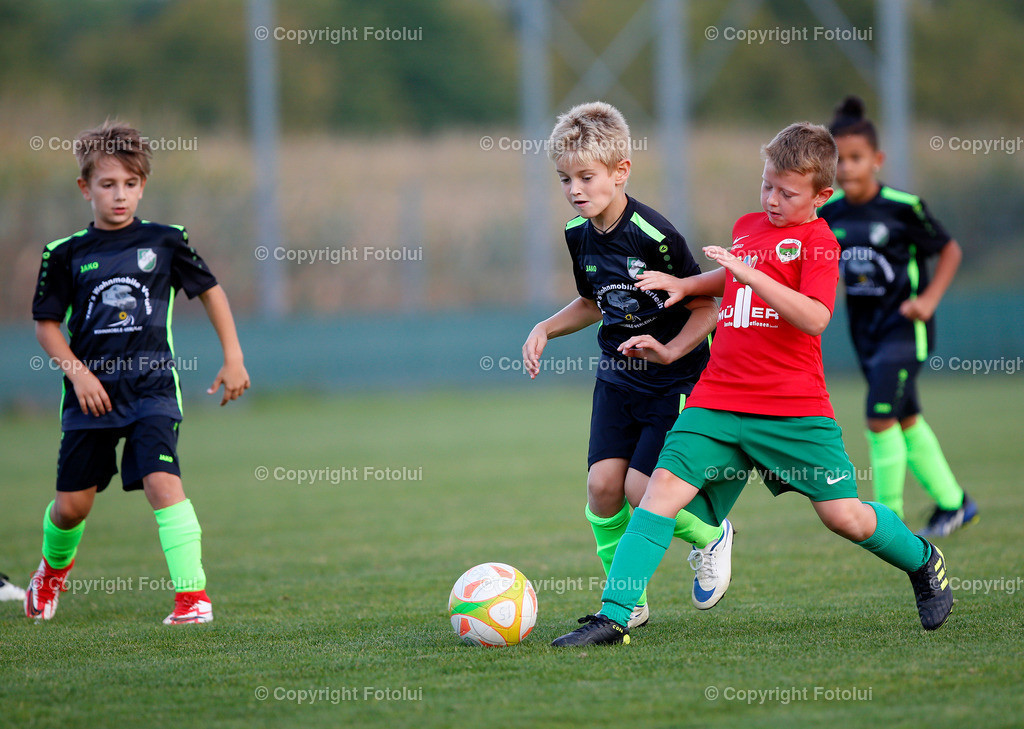 A_LUI27092021_14   SPORT,FUSSBALL, FC WELS_SC HOERSCHING U 9 27.09.2021 IM BILD: SCHWARZ (HOERSCHING) UND ROT (FC WELS )FOTO:FOTOLUI
