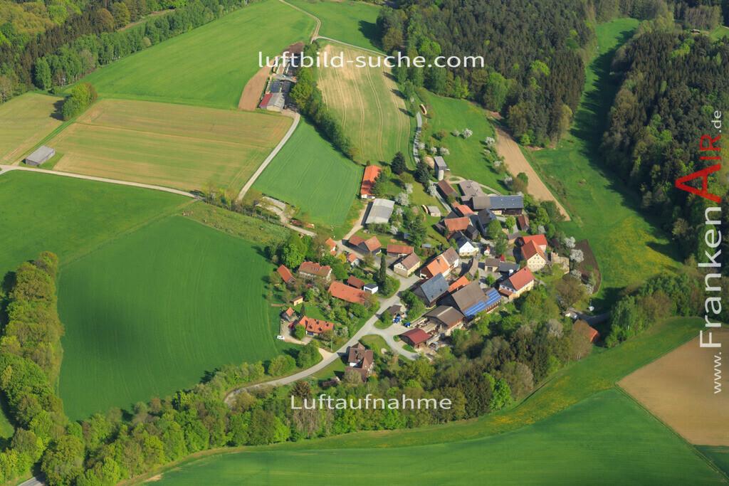 pleofen-2015-172   Luftbild von  Pleofen - Luftaufnahme wurde 2015 von https://frankenair.de mittels Flugzeug (keine Drohne) erstellt - die Geschenkidee