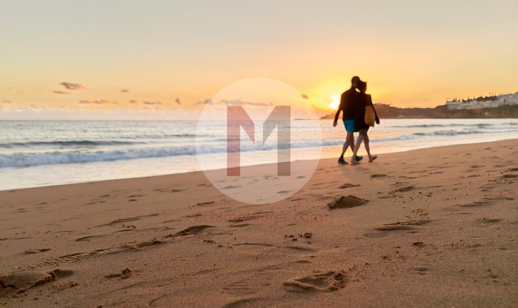 Sonnenuntergang am Strand von Albufeira, Algarve, Spanien