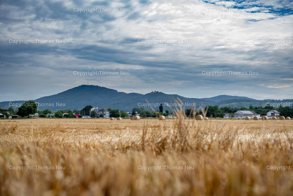 DSC_0108 | Bensheim, Strohballen vor der Silhouette der Bergstrasse, ,, Bild: Thomas Neu