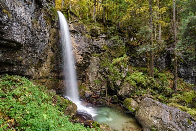 Sibli-Wasserfall in Bayern   Nur ein paar Kilometer vom Rottfall bei Rottach-Egern am Tegernsee befindet sich der ca. 15 m hohe Sibli-Wasserfall.