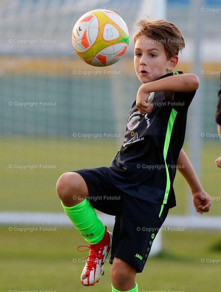 A_LUI27092021_46   SPORT,FUSSBALL, FC WELS_SC HOERSCHING U 9 27.09.2021 IM BILD: SCHWARZ (HOERSCHING) UND ROT (FC WELS )FOTO:FOTOLUI