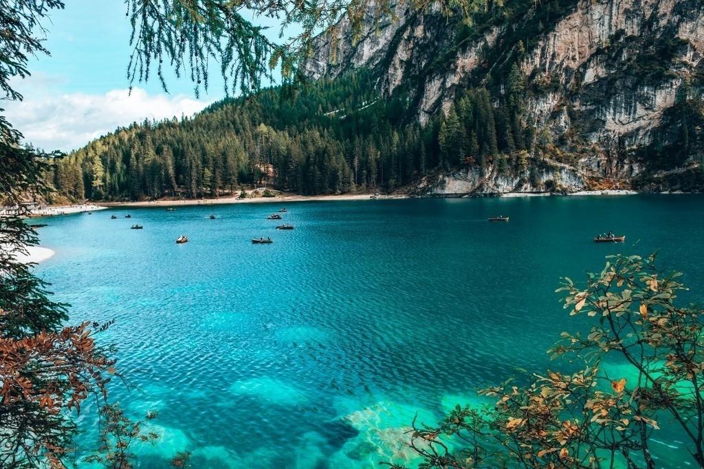 Lago di Braies | Blick auf die Boote im Pragser Wildsee