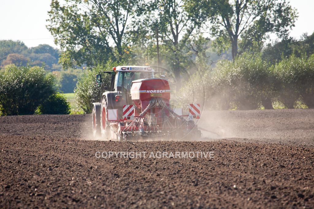 20110930-IMG_6335 | säen von Wintergerste - AGRARFOTOS