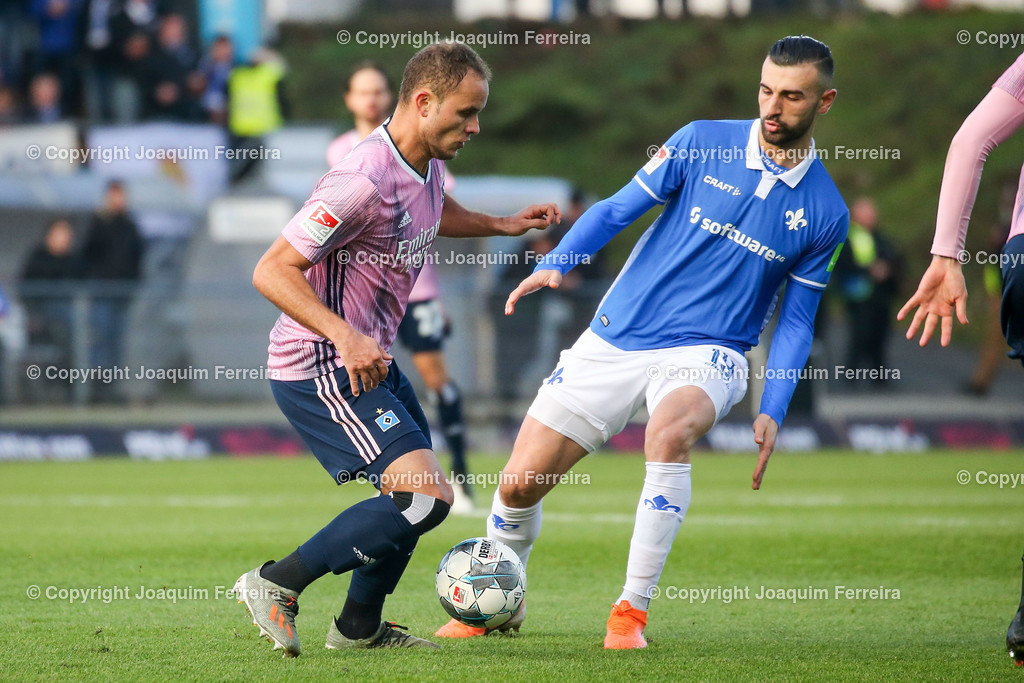 191221svdvshsv_0428 | 21.12.2019 Fussball 2.Bundesliga, SV Darmstadt 98-Hamburger SV emspor, despor  v.l.,  Ewerton (Hamburger SV), Serdar Dursun (SV Darmstadt 98), Zweikampf, Action, Aktion, Battles for the Ball    (DFL/DFB REGULATIONS PROHIBIT ANY USE OF PHOTOGRAPHS as IMAGE SEQUENCES and/or QUASI-VIDEO)