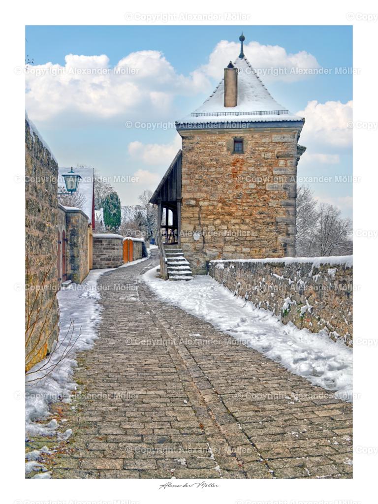 Rothenburg ob der Tauber No.119 | Alexander Möller | Dieses Werk zeigt den Mühlacker Weg mit dem rechts gelegenen Kobolzeller Tor im Winter.