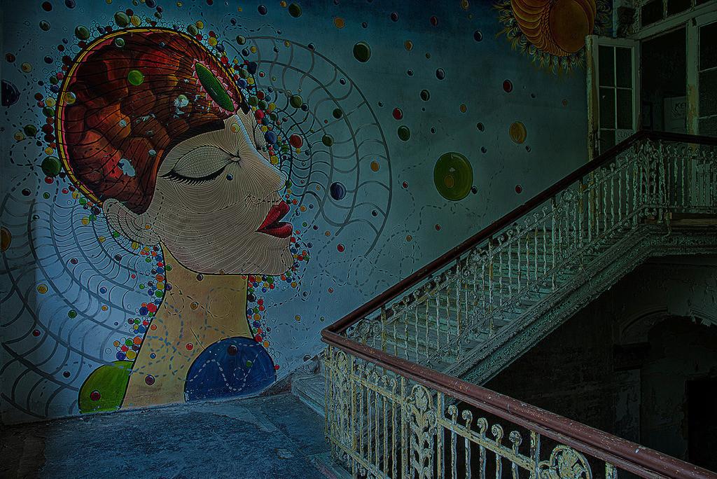 Treppenkunst | Gemälde in einem Treppenhaus, in den Beelitz Heilstätten