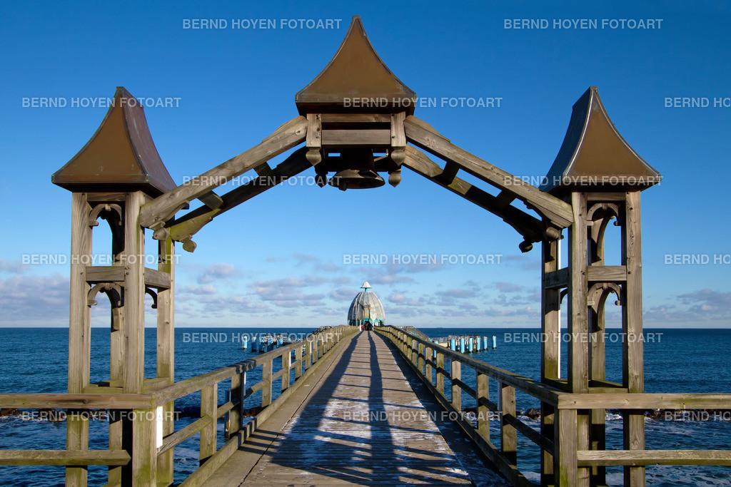 pier sellin | Foto der Seebrücke in Sellin an der Ostseeküste (Rügen), Deutschland. | Photo of the pier in Sellin at the Baltic Coast (Rugia), Germany.