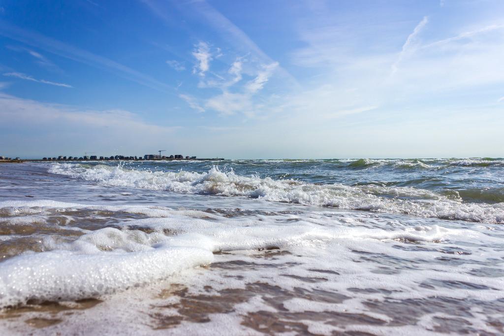Sommer am Meer   Wellen am Weidefelder Strand