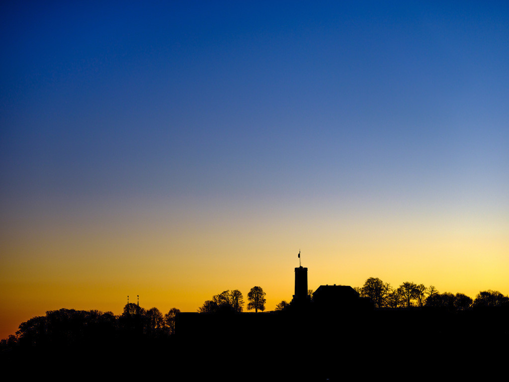 Silhouette der Sparrenburg | Silhouette der Sparrenburg in Bielefeld am frühen Morgen.