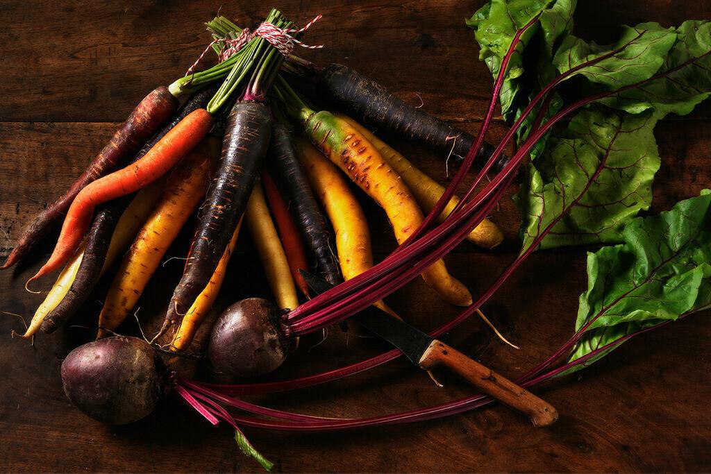 Bunte Karotten | Foodfoto mit bunten Karotten und roter Beete