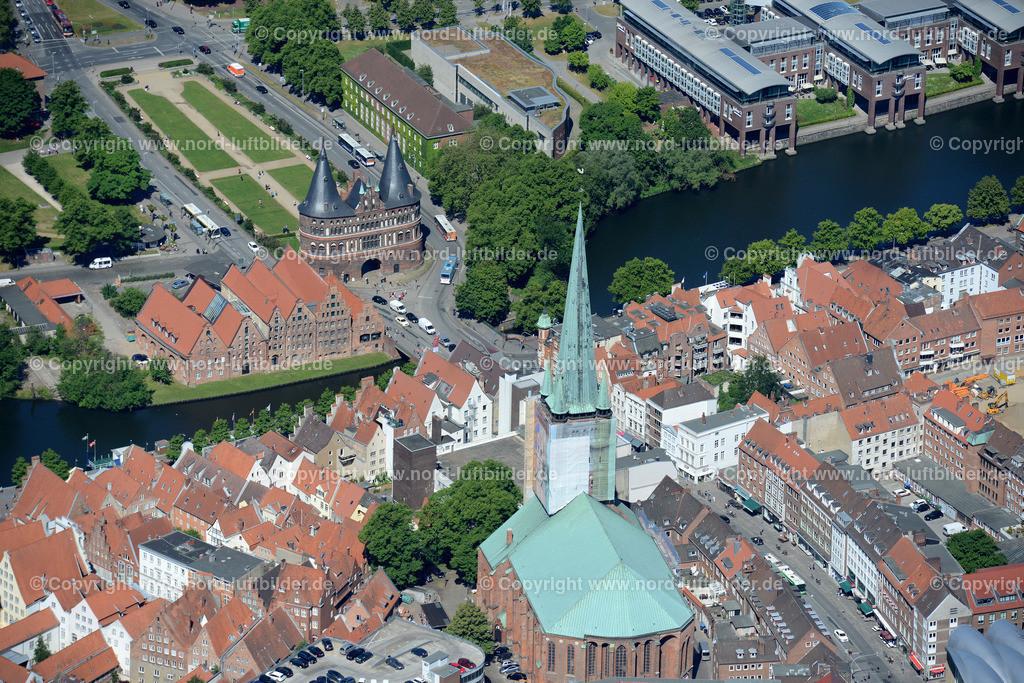 Lübeck_ELS_8532151106   Lübeck - Aufnahmedatum: 10.06.2015, Aufnahmehoehe:  m, Koordinaten:  - , Bildgröße: 7360 x  4912 Pixel - Copyright 2015 by Martin Elsen, Kontakt: Tel.: +49 157 74581206, E-Mail: info@schoenes-foto.de  Schlagwörter;Foto Luftbild,Altstadt,HolstenTor,Kirche,Hanse,Hansestadt,Luftaufnahme,
