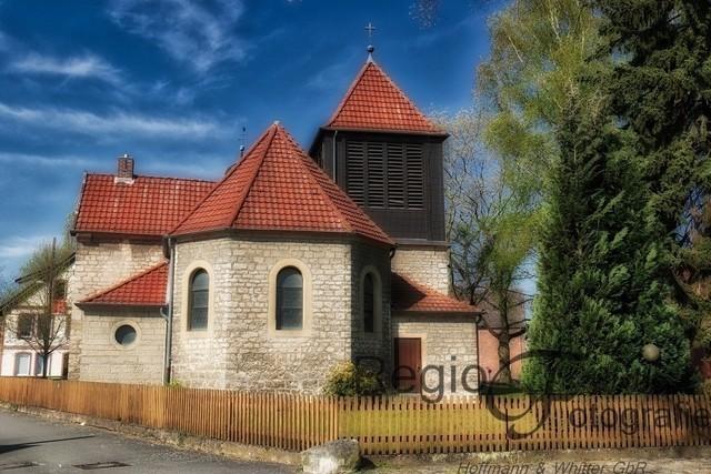 St Nikolauskirche in Drispenstedt | Inmitten des alten Dorfes von Drispenstedt liegt die St Nikolauskirche. Urkundliche Hinweise fehlen, aber die Entstehung wird auf das 16. oder 17. Jahrhundert geschätzt.