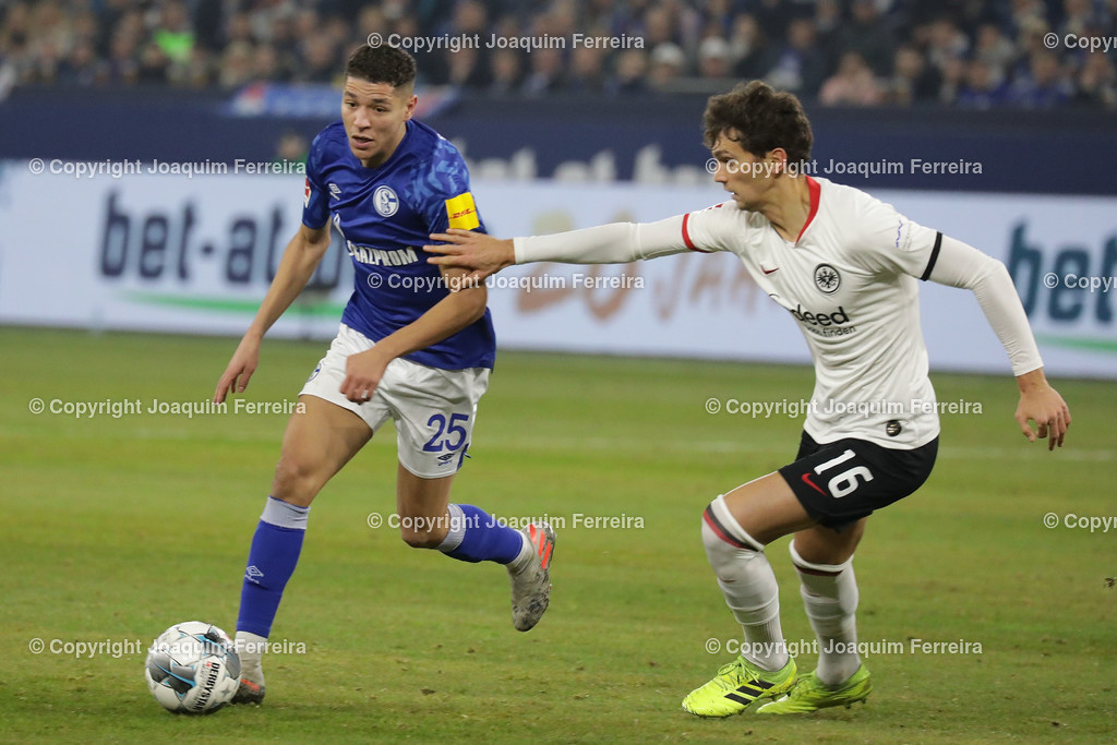 191215_schvssge_0059 | 15.12.2019 Fussball 1.Bundesliga, FC Schalke 04 - Eintracht Frankfurt  emspor  v.l.,  Amine Harit (FC Schalke 04),Lucas Torro  (Eintracht Frankfurt), Zweikampf, Action, Aktion, Battles for the Ball    (DFL/DFB REGULATIONS PROHIBIT ANY USE OF PHOTOGRAPHS as IMAGE SEQUENCES and/or QUASI-VIDEO)