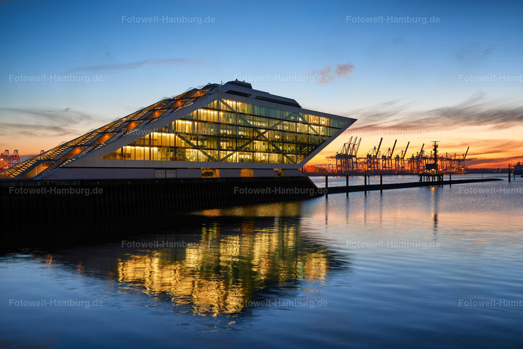 10191209 - Blaue Stunde am Dockland