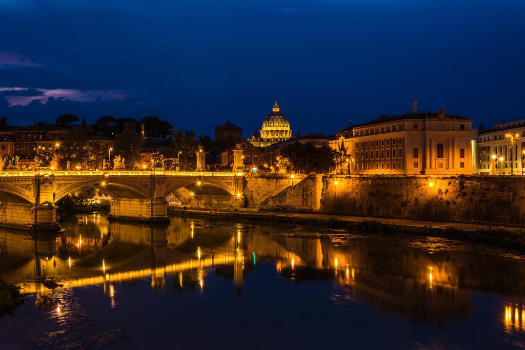 Blick auf Petersdom am Abend--Rom-2