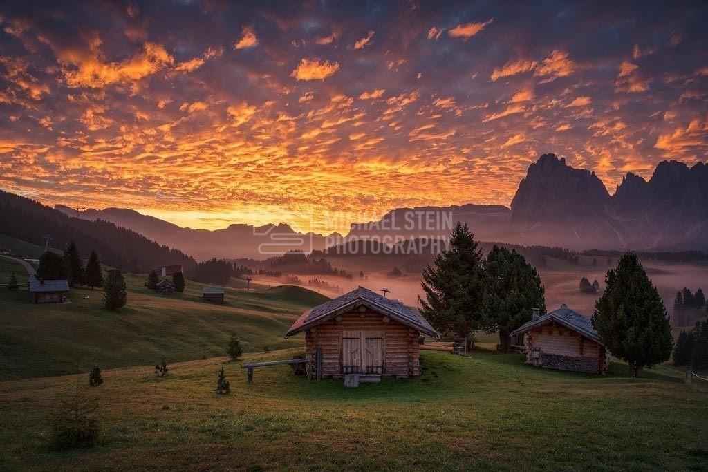 Italien - Brennender Himmel über der Seiser Alm | Brennender Himmel über der Seiser Alm in den Dolomiten