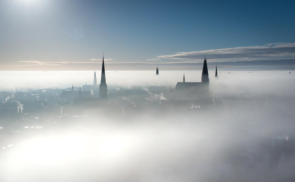 Lübecker im Morgennebel | Dieses Bild entstand bei einer besonderen Wetterstimmung und zeigt die Lübecker Kirchtürme im Nebel