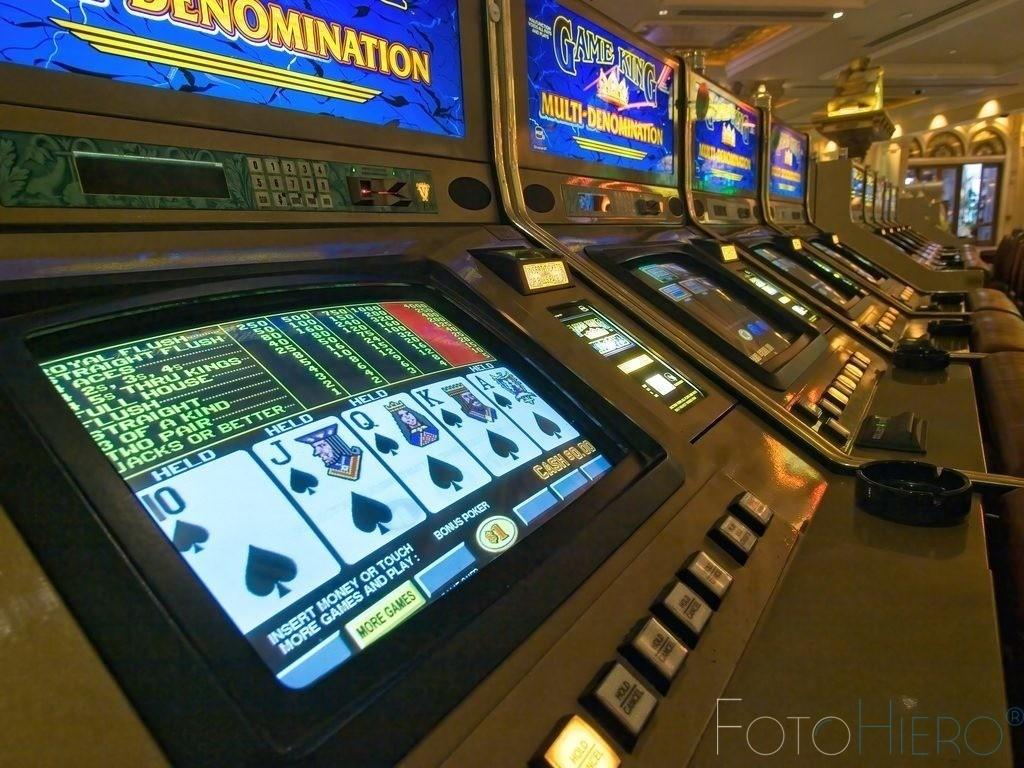 Spielautomaten | Reihe von Spielautomat in einem Casino in Las Vegas