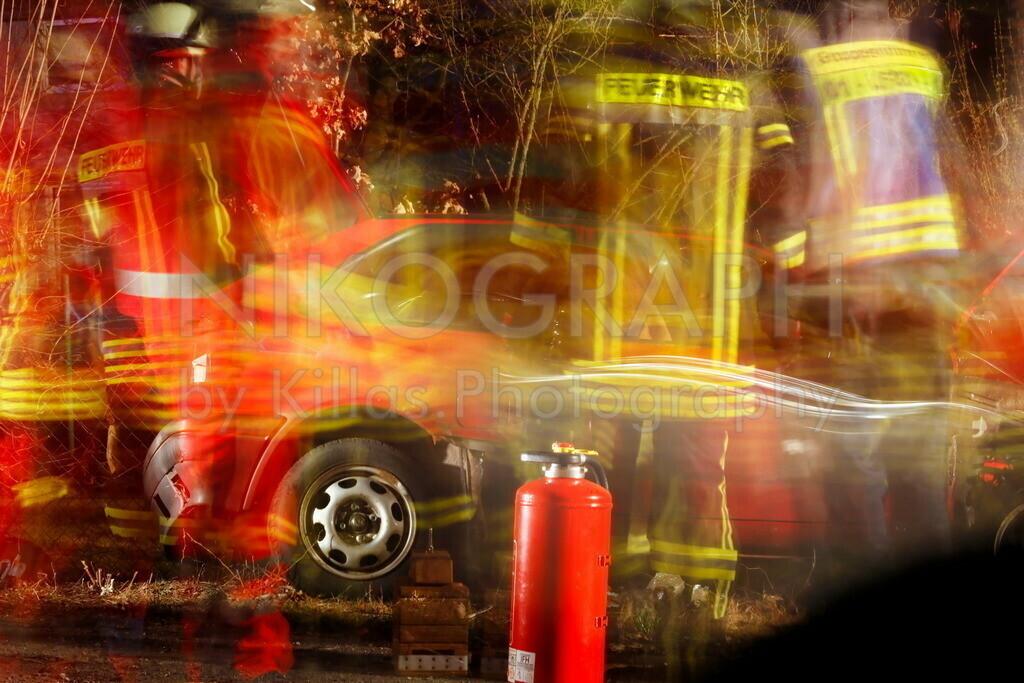 Einsatzübung | Übung von Feuerwehr und Rettungsdienst. Szenario, Retten einer eingeklemmten Person nach einem Verkehrsunfall.