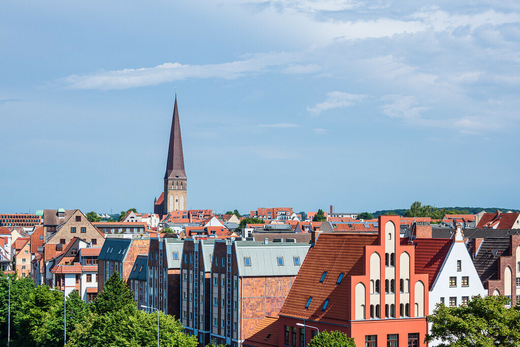 rk_06177 | Blick auf historische Gebäude in der Hansestadt Rostock.