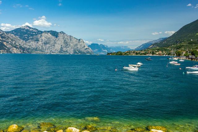 Lago di Garda - Gardasee- mit Blick in die Dolomiten | Der Lago di Garda mit Blick in Richtung der Dolomiten in Südtirol.