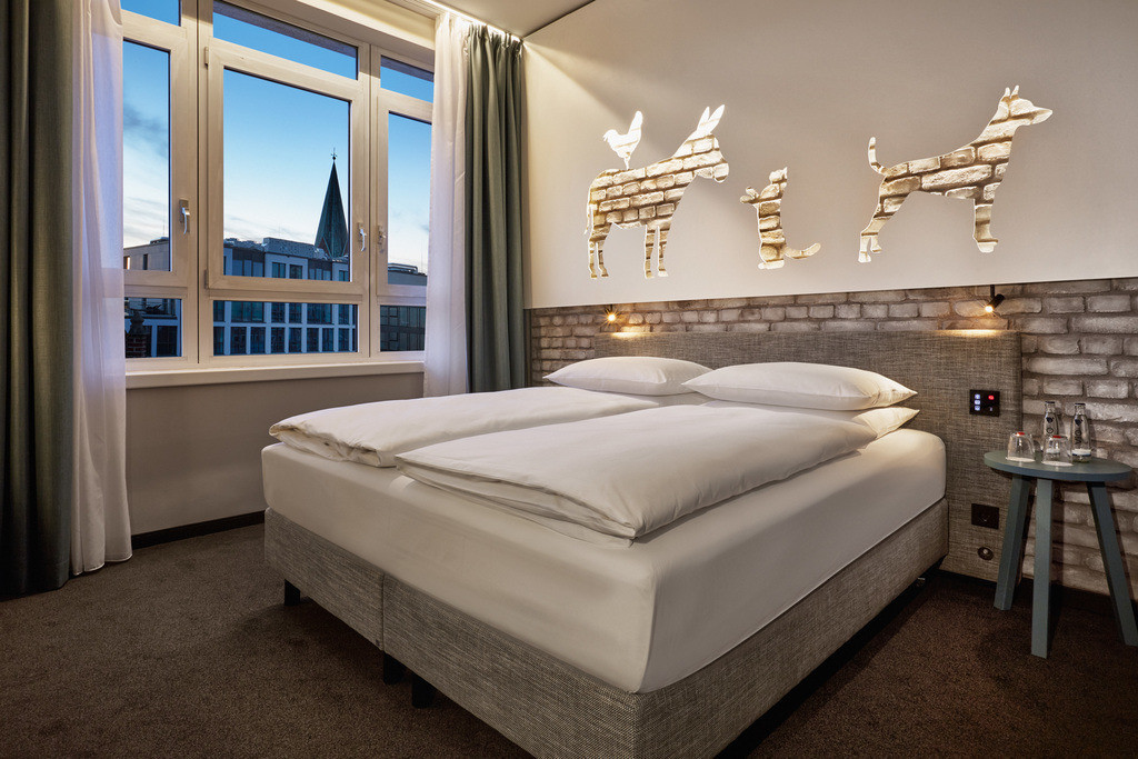 zimmer-komfort-kingzimmer-01-hplus-hotel-bremen
