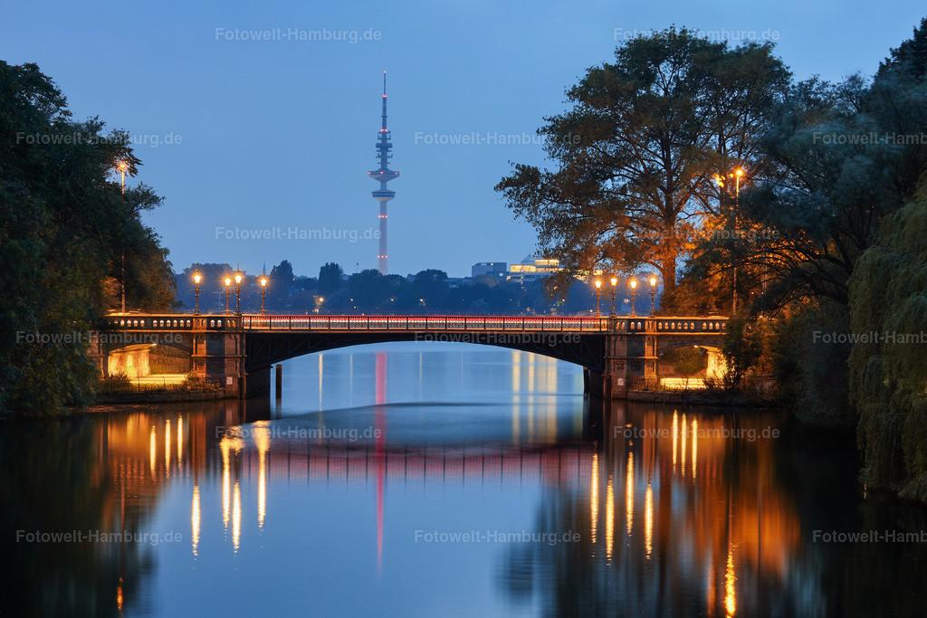 11940331 - Blaue Stunde an der Schwanenwikbrücke