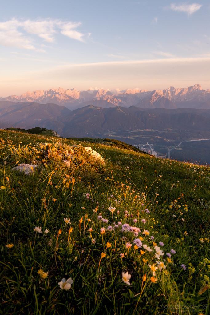 Sonnenutergang am Dobratsch | am Hausberg von Villach. In der Nähe vom Gailtal und der Grenze zu Slovenien und Italien.