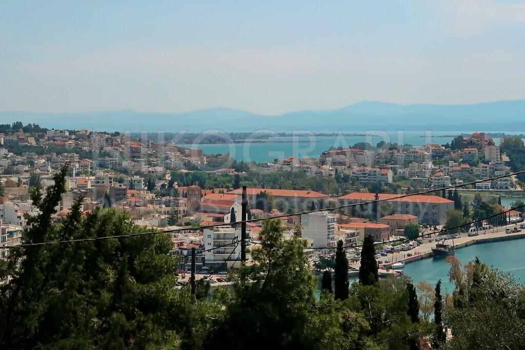 Panorama von Chalkida   Die Stadt Chalkida auf der griechischen Insel Euböa. Aufgenommen von der Festung Karababa.