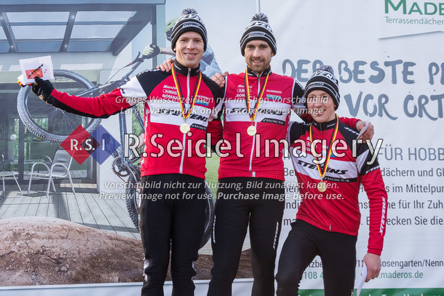 Siegerehrung der Herren Elite Fahrer   vlnr:  2. Paul Lindenau (RV Germania Hamburg, #17)  1. Yannick Gruner (Harvestehuder RV 1909 e.V., #38)  3. Luk Boving (RSG Nordheide, #46)