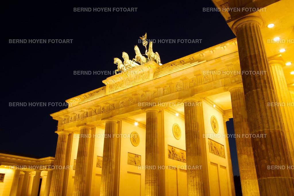 brandenburg gate | Das Brandenburger Tor in Berlin, Deutschland. | The Brandenburg Gate in Berlin, Germany.